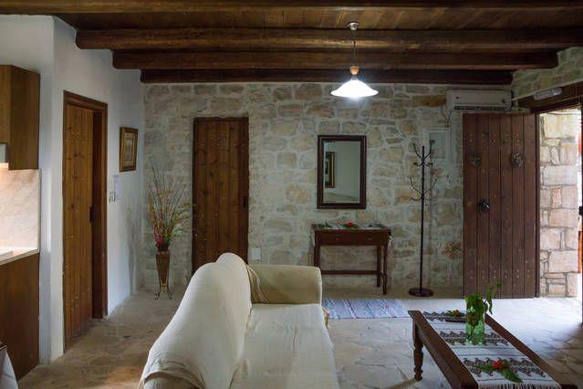 Επεξεργασία Φωτογραφίες για το χώρο 'TROY 2 Bedroom 4-6pax B&B pool wifi' - Airbnb