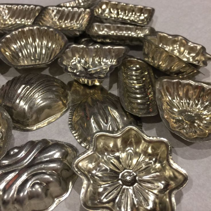 Vintage Candy Chocolate Molds, Baking Tools, Sandbakkelser, Swedish tarts Metal Molds vintage bakeware,  Mid-century baking,  set of 20 by SweetThursday on Etsy