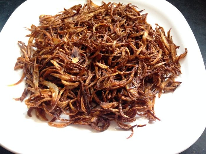 Fried Onion recipe is a simple recipe on how to deep fry onions which is an essential ingredient to be used in dishes like biryani, curries, korma recipes..