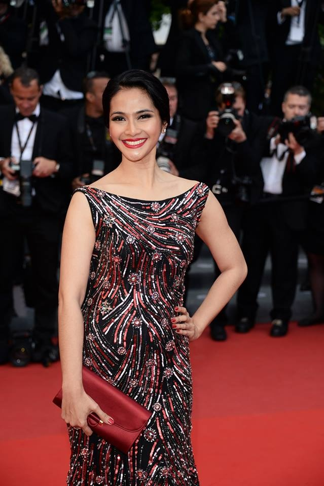 Maudy Koesnaedi looks stunning at the Cannes 2013!