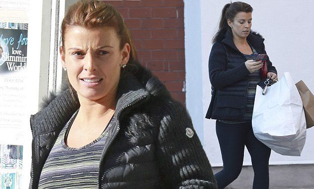 Pregnant Coleen Rooney goes make-up free during shopping trip
