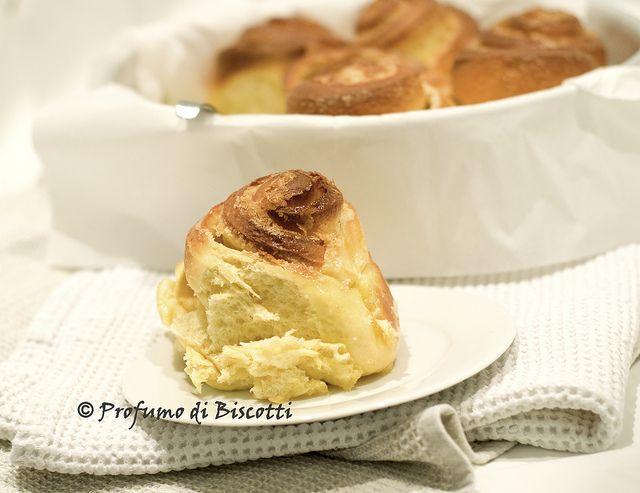 torta delle rose con ripieno di crema al burro