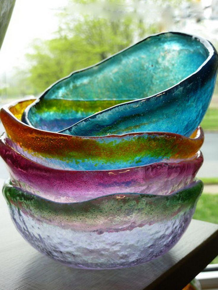 ....Привет!..Это - не медузы, это - не куски цветного льда, это - посуда для сервировки стола! 4 необычных пиалы из цветногохудожественногостекла, имитируют обкатанные морем кусочки стекла...Онинапоминают о беззаботных днях на морском поб...
