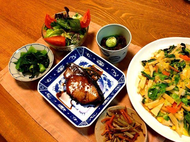 和食です^o^今日は日本酒で! - 10件のもぐもぐ - ぶりの照焼き  筍とキャベツのオムレツ  きんぴらごぼう  もずくときゅうりの酢のもの  小松菜  サラダ  味噌汁(白菜・しめじ・あげ・ネギ) by uchinomi