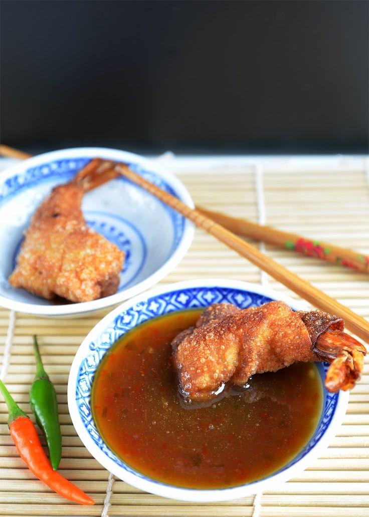 [Thai Cuisine] frittierte Garnelen im Wan-Tan Teig mit süß-saurer Chilisauce Fried shrimps in wantan dough with sweet sour chili sauce