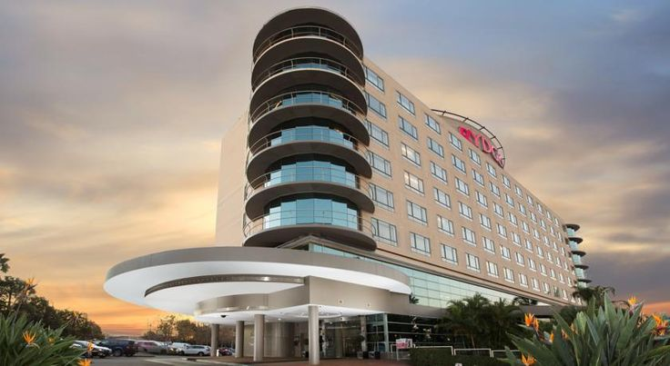 Rydges Parramatta Sydney Rydges Parramatta overlooks the impressive Rosehill Gardens Racecourse. It offers 3 bars, 2 restaurants and is just 2 km from Parramatta's city centre. It offers easy access to Sydney Olympic Stadium and Sydney Motorsport Park.