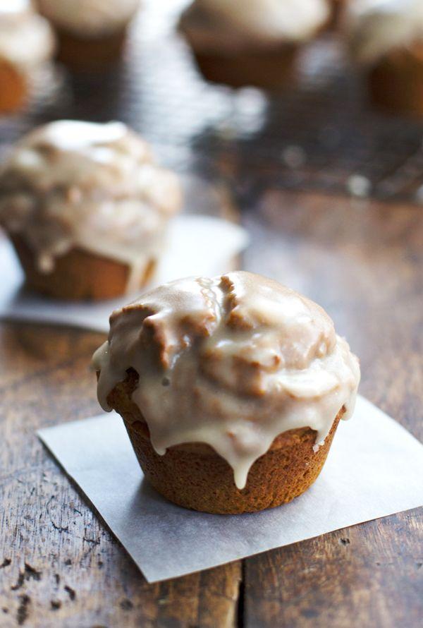 Healthy Maple Glazed Pumpkin Muffins: whole grain, less sugar and oil, 270 calories - Pinch of Yum