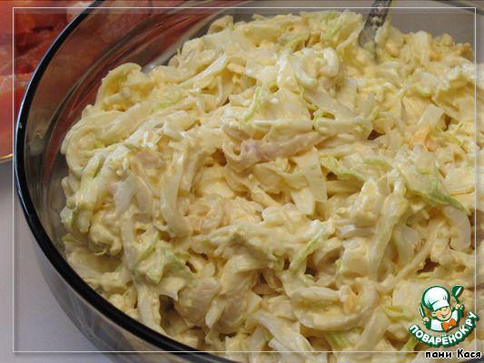"""Салат с кальмарами """"Угадай-ка"""" --пекинской капустой и рисовой лапшой"""