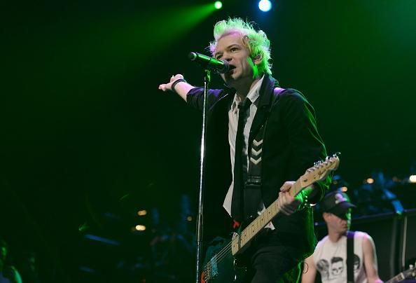 Sum 41 New Album In Perfect Form, As Dave Baksh Reportedly Back In The Lineup - http://imkpop.com/sum-41-new-album-in-perfect-form-as-dave-baksh-reportedly-back-in-the-lineup/