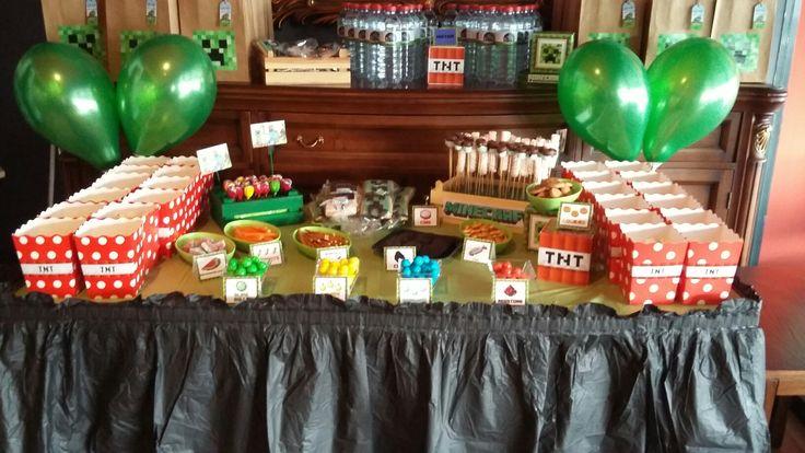 minecraft temalı doğum günü partisinin şeker büfesi...