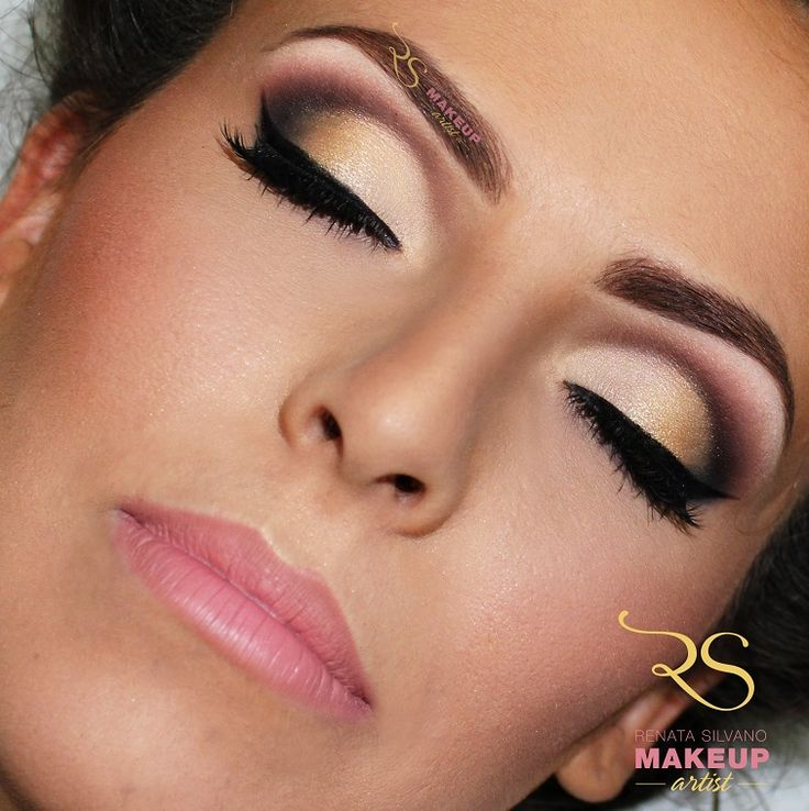 Maquiagem espetacular de olhos.