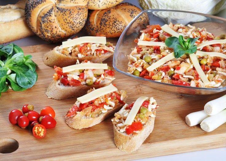 Feferonkový salát recept - recept na výborný feferonkový salát. http://jalapeno.cz/feferonkovy-salat-recept/