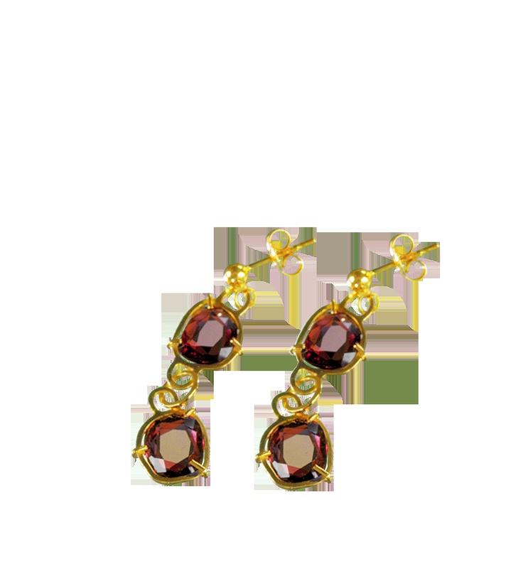 Pendientes colección lajas  Pieza realizada en oro amarillo turmalina rubelita, 5.6 cts en total  #joyeriabarcelona #joyeriaroca #joyas #piedraspreciosas #collares #anillos #pulseras