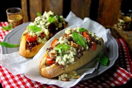 knuspriges gefülltes lauwarmes orientalisches Baguette #Baguette #orientalisch #Snack #Hackfleisch #Kreuzkümmel #Feta #Minze #Überbacken #Walnüsse #Aprikose