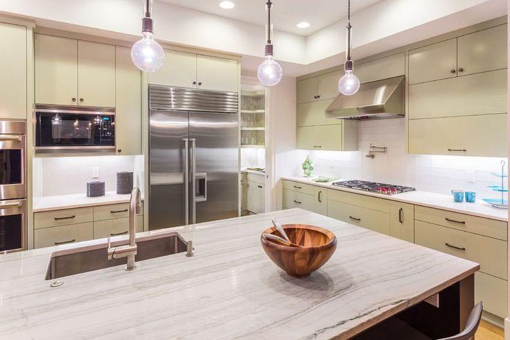 Duża przestronna kuchnia z charakterem. #design #urządzanie #urząrzaniewnętrz #urządzaniewnętrza #inspiracja #inspiracje #dekoracja #dekoracje #dom #mieszkanie #pokój #aranżacje #aranżacja #aranżacjewnętrz #aranżacjawnętrz #aranżowanie #aranżowaniewnętrz #ozdoby #kuchnia #jadalnia