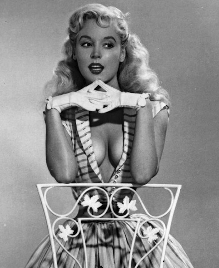 Betty Brosmer and her impossible waist 1950s