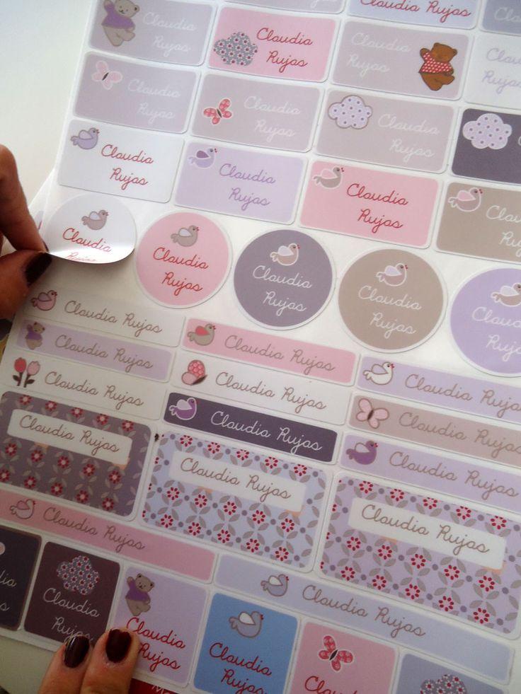 Etiquetas adhesivas personalizadas. material escolar de Stencil barcelona
