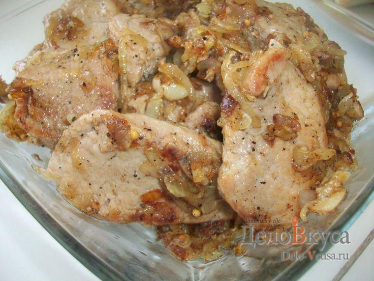 Жареная свинная вырезки с луком и чесноком #свинина #мясо #еда #рецепты #деловкуса #готовимсделовкуса