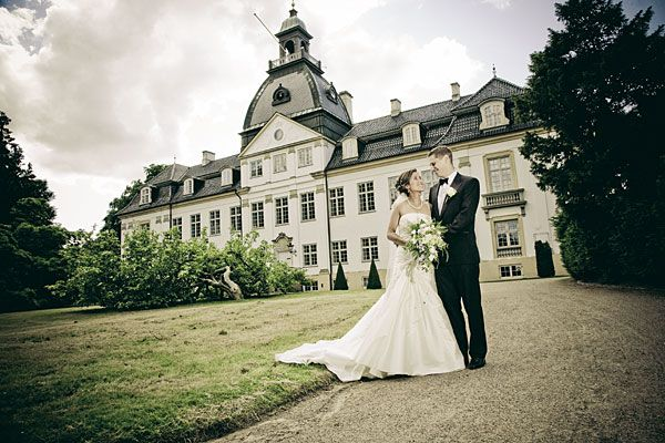 Fotograf til bryllup over hele Danmark Den oplagte bryllupsfotograf til Jeres bryllup er en kreativ fotograf, som forstår at fange essensen af Jeres bryllup, og fange alle de detaljer, som ... Læs mere
