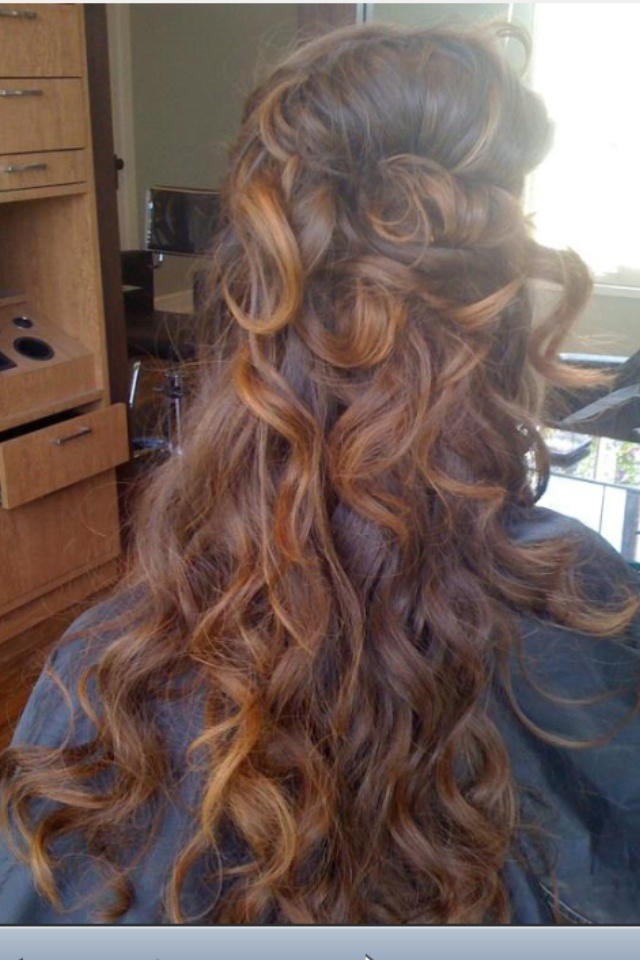 Wavy long hair highlights