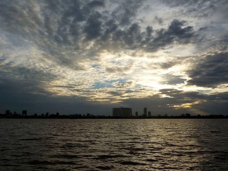 Prendre le bateau au coucher du soleil sur le Tonle Sap
