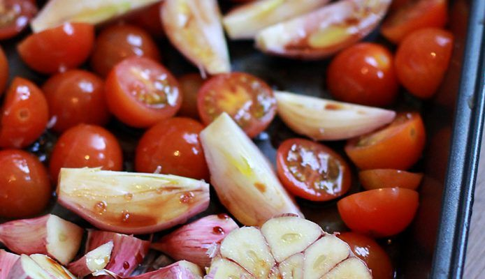 Culy Homemade: easy geroosterde tomatensaus (voor over pasta) - Culy.nl