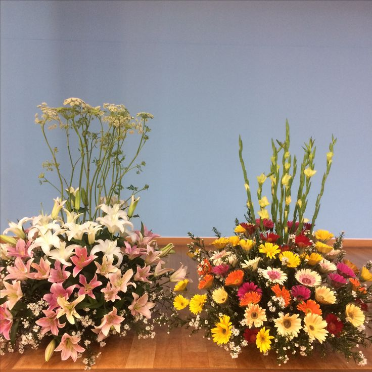 2017.7.16. This week's church flower decoration. White and pink color lilies.