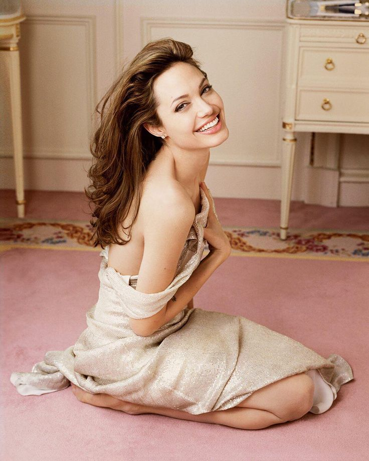 """4,850 Likes, 18 Comments - Vanity Fair (@vanityfair) on Instagram: """"A new home is the perfect reason to smile. Angelina Jolie is making the big move back to Hollywood.…"""""""