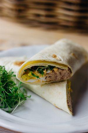 Wraps met tonijn, tuinkers, ei en maïs. Smakelijk!