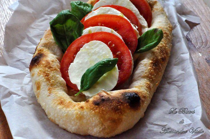 Vi lascio il preziosi impasto della Pizza napoletana con impasto verace. Trovate nella ricetta il passo passo di ogni passaggio.