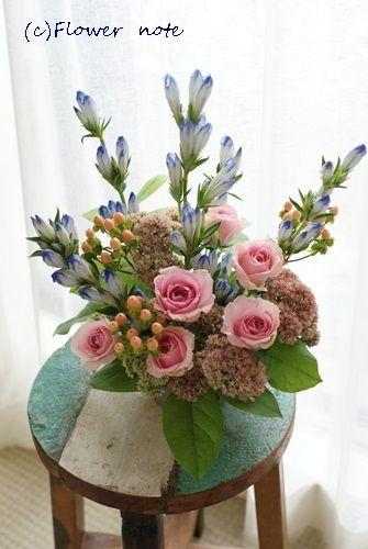 【今日の贈花】秋の青空とお誕生日のお花|Flower note の 花日記 (横浜・上大岡 アレンジメント教室)