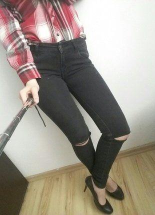 #vintedpl http://www.vinted.pl/damska-odziez/rurki/17024921-jeansy-spodnie-czarne-dziury-na-kolanach-destroy-blogerskie-hit-36-hm