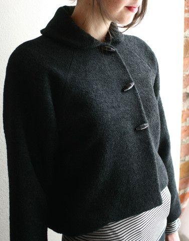 simpleModaspia Crop, Black Fashion, Crop Jackets, Jackets Coats Sweat, Sweaters Coats, Sweets Peas, Grey Shorts, Black Wool, Black Jackets