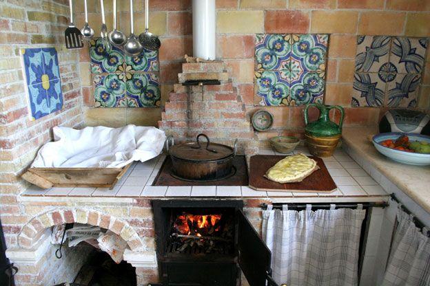 Siracusa B&B, antica cucina in muratura di un casale rurale nella provincia di Siracusa