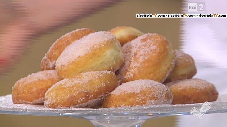 """""""Detto Fatto"""": la ricetta dei bomboloni di patate di Franco Aliberti del 29 aprile 2015."""