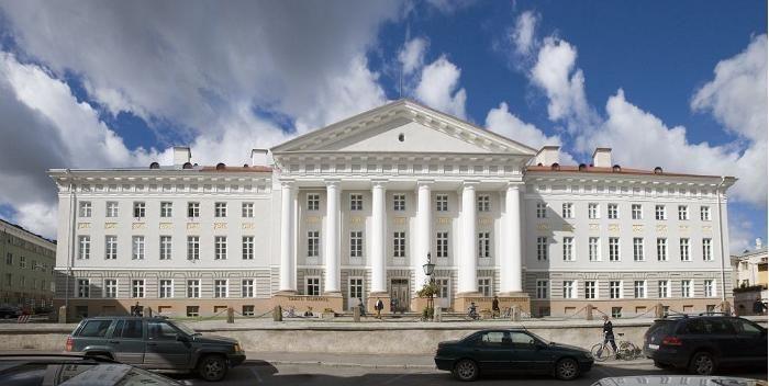 Tartu Ülikooli peahoone.  (Foto: Toomas Tuul. http://www.puhkaeestis.ee/et/multimedia/tartu-ulikooli-peahoone?selected=10670&type=yldine_objekt_pilt)