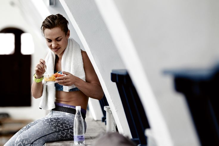 Hvad skal du spise, når du gerne vil holde dig sund uden at gå fallit? Få 7 lækre dagsprogrammer til en sund kostplan med I FORM.
