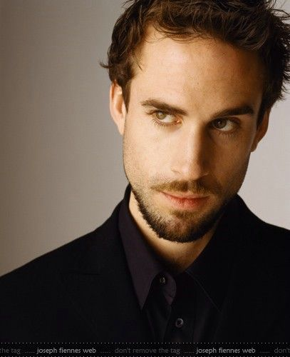 Joseph Fiennes  -the sexy man behind William in the film Shakespeare in Love