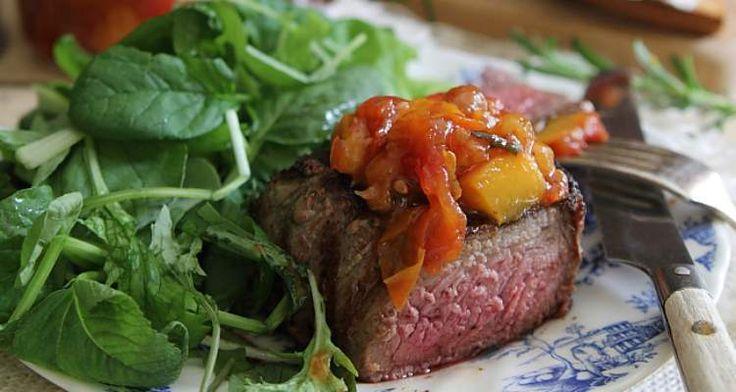 Hemelser dan dit gaat het waarschijnlijk niet worden. Een chutney van tomaat, perzik én rozemarijn! De lekkerste combinatie ooit: http://www.urbansuperchefs.nl/pittige-chutney-van-tomaat-perzik-en-rozemarijn/