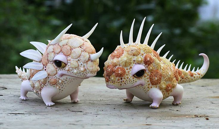 Anya Stasenko and Slava Leontyev is a duo of Ukrainian artists creating tiny whimsical porcelain creatures.