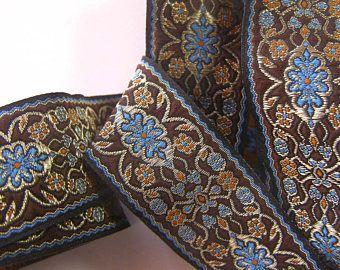 galon brodé couture au mètre x 3,3 cm à style médiéval avec motifs fleuris turquoise, safran, creme doré sur