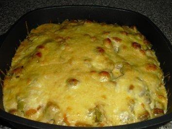 Das perfekte Bratwurstauflauf dafür lass ich alles stehn-Rezept mit Bild und einfacher Schritt-für-Schritt-Anleitung: Kartoffeln kochen, etwas abkühlen…