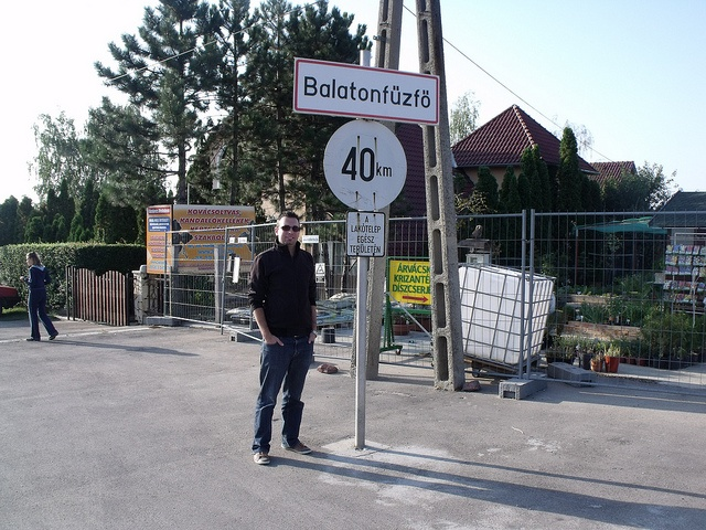 Város Veszprém megyében. Lakosság: 4464 fő (2007). Fénykép: 2012. szeptember 17. - A település 2000-ben kapott városi rangot.     Kedvenc helyeim szintén: