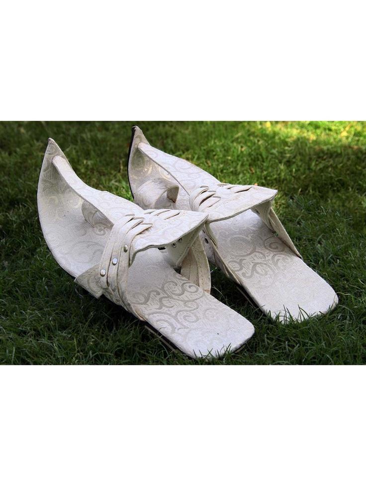 Classic Off White Mojari  Item code : MJ136   http://www.bharatplaza.com/new-arrivals/accessories/classic-off-white-mojari-mj136.html https://www.facebook.com/bharatplazaportal https://twitter.com/bharat_plaza