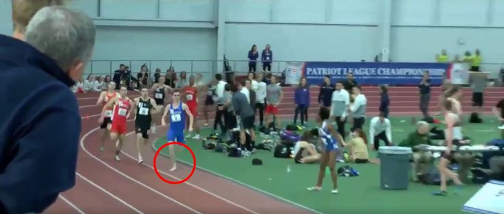 College runner wins a 800m race with just one shoe and a bloody foot