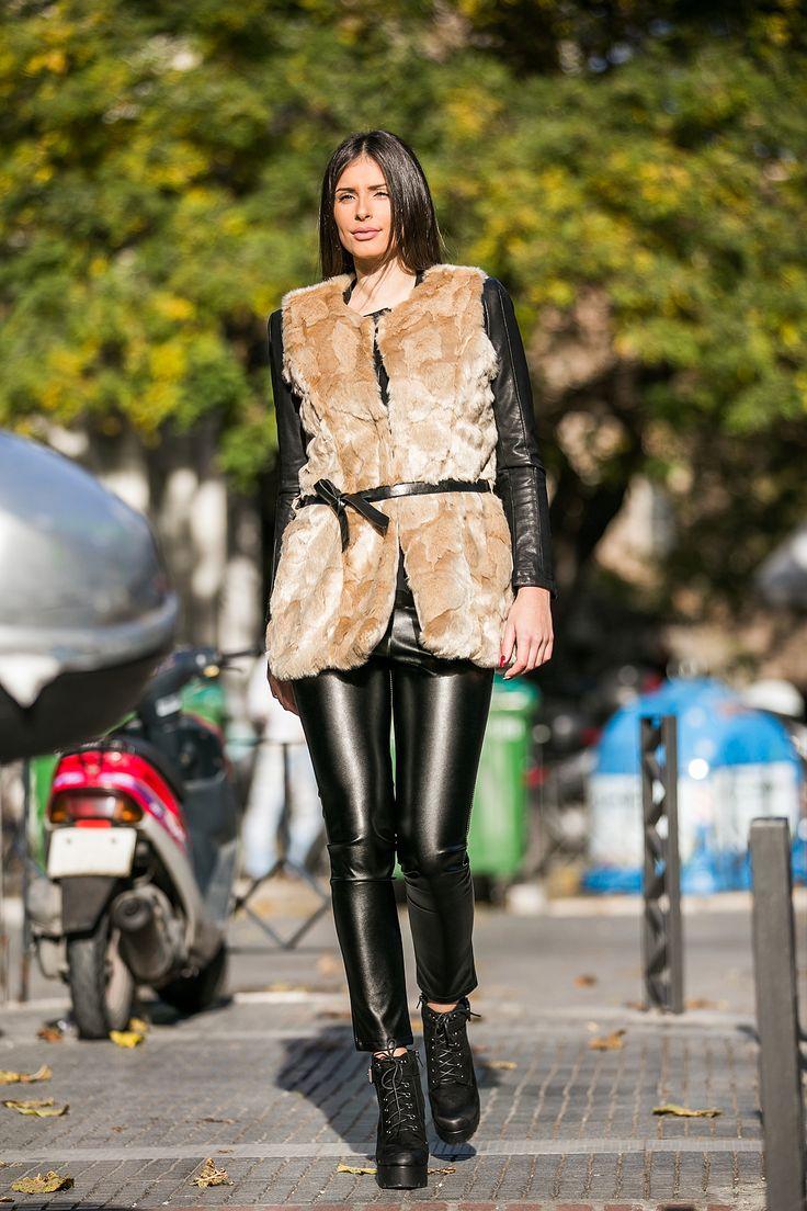 Leather leggings with elastic waist. Side zip pockets. Regular fit. http://www.modaboom.com/clothes/joogings-and-leggings/mauro-dermatino-kolan-me-fermouar-el-en/
