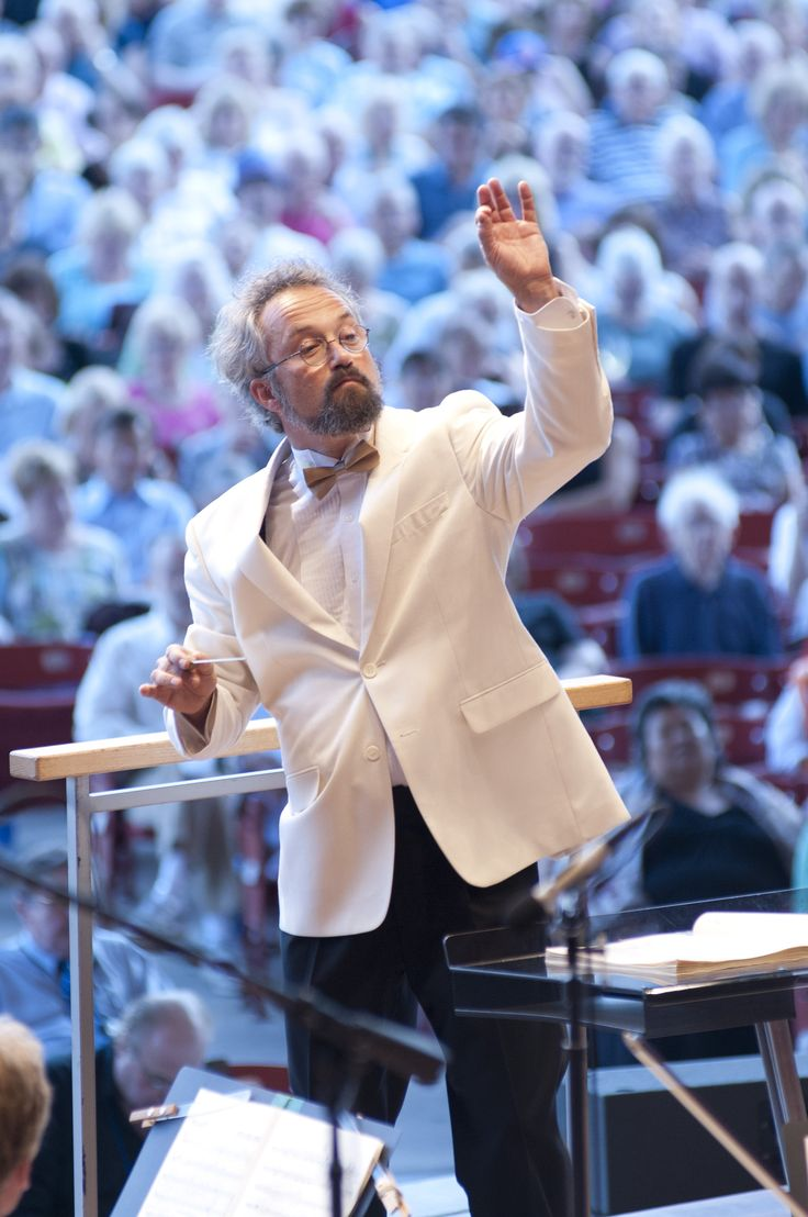 grantpark_carloskalmar_conducts http://www.chicagonow.com/show-me-chicago/2017/05/grant-park-music-festival-2017-what-you-need-to-know-to-go/