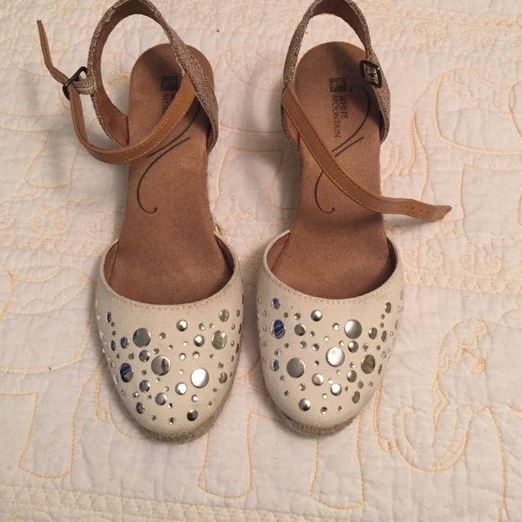 White Mountain Espadrilles low wedge Perfect for spring or summer. Worn once to a wedding. I am a size 7 so the length was just at the end of my heel. White Mountain Shoes Espadrilles