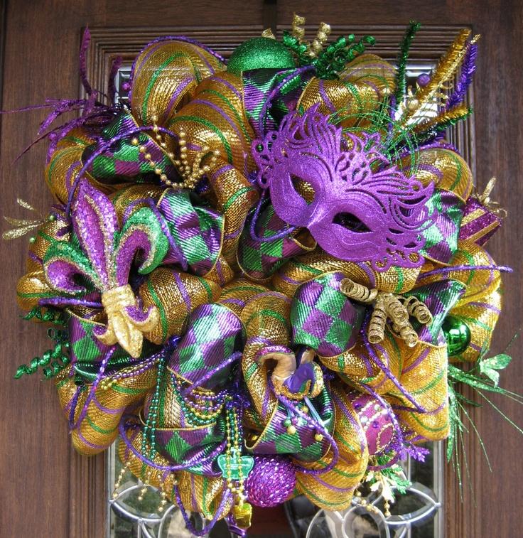 Deluxe Deco Mesh Mardi Gras Wreath With Purple Mask