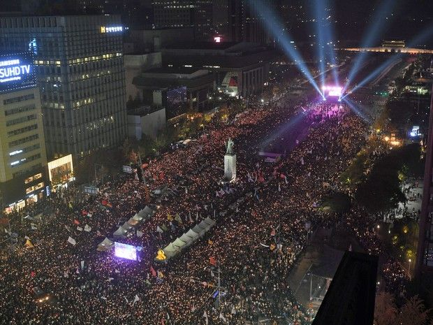 A quarta manifestação contra a presidência  em Seul - Este vídeo deu arrepios!